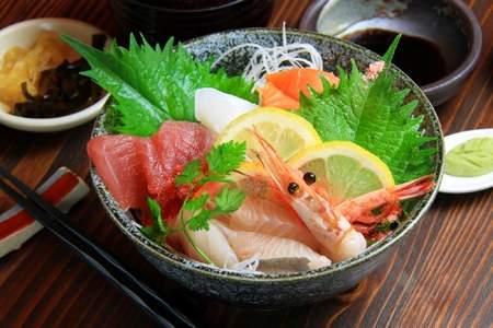 「海鮮丼」