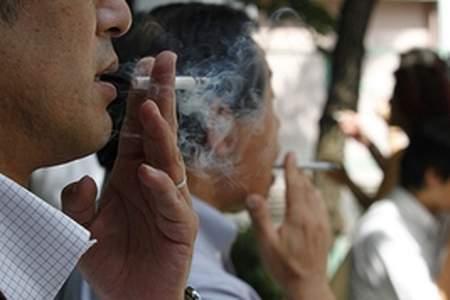 昔はタバコが吸えたと知って驚く場所ランキング|病院の待合室,飛行機内 ...